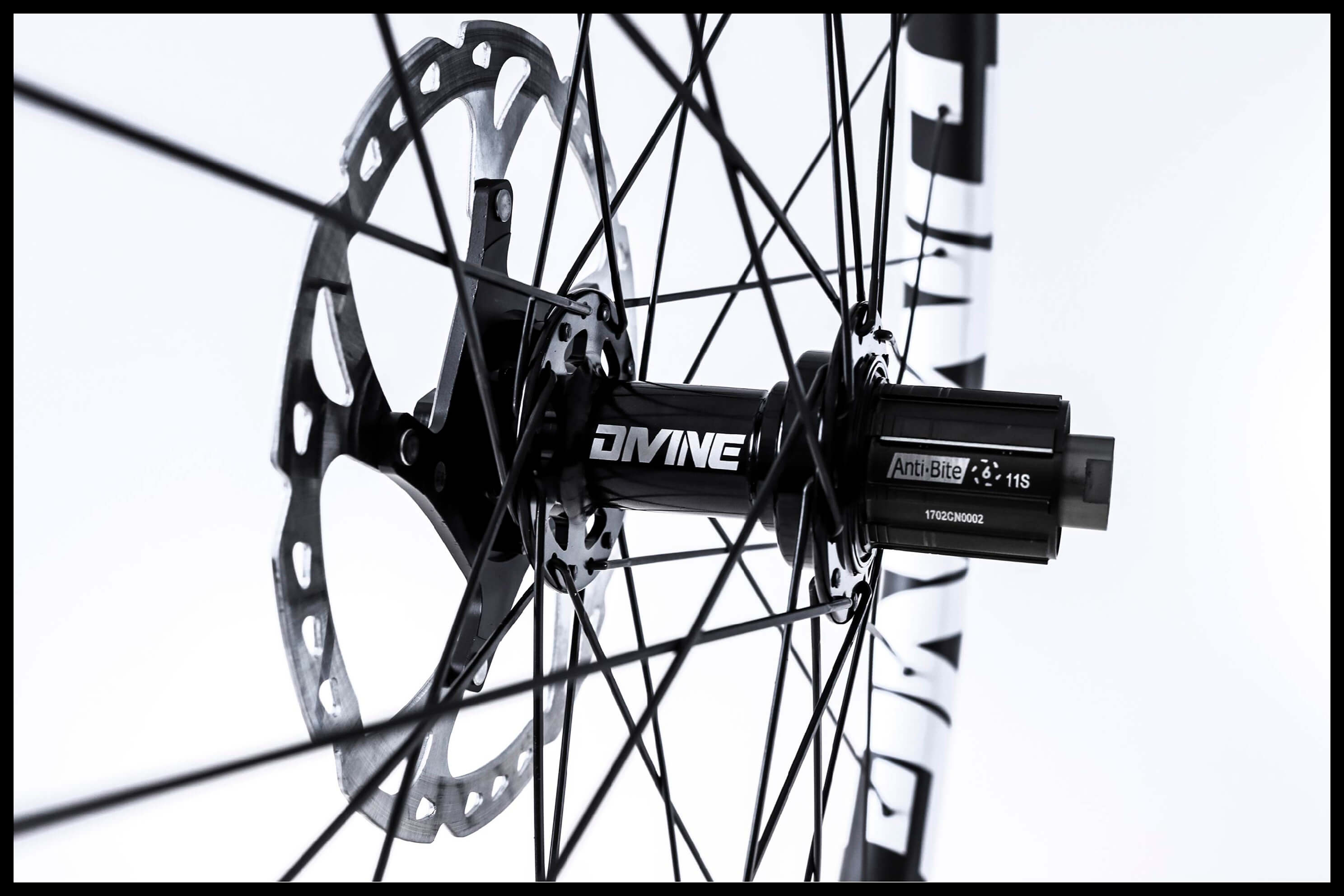 Carbon Mountainbike Wheel Image | Divine Cycling
