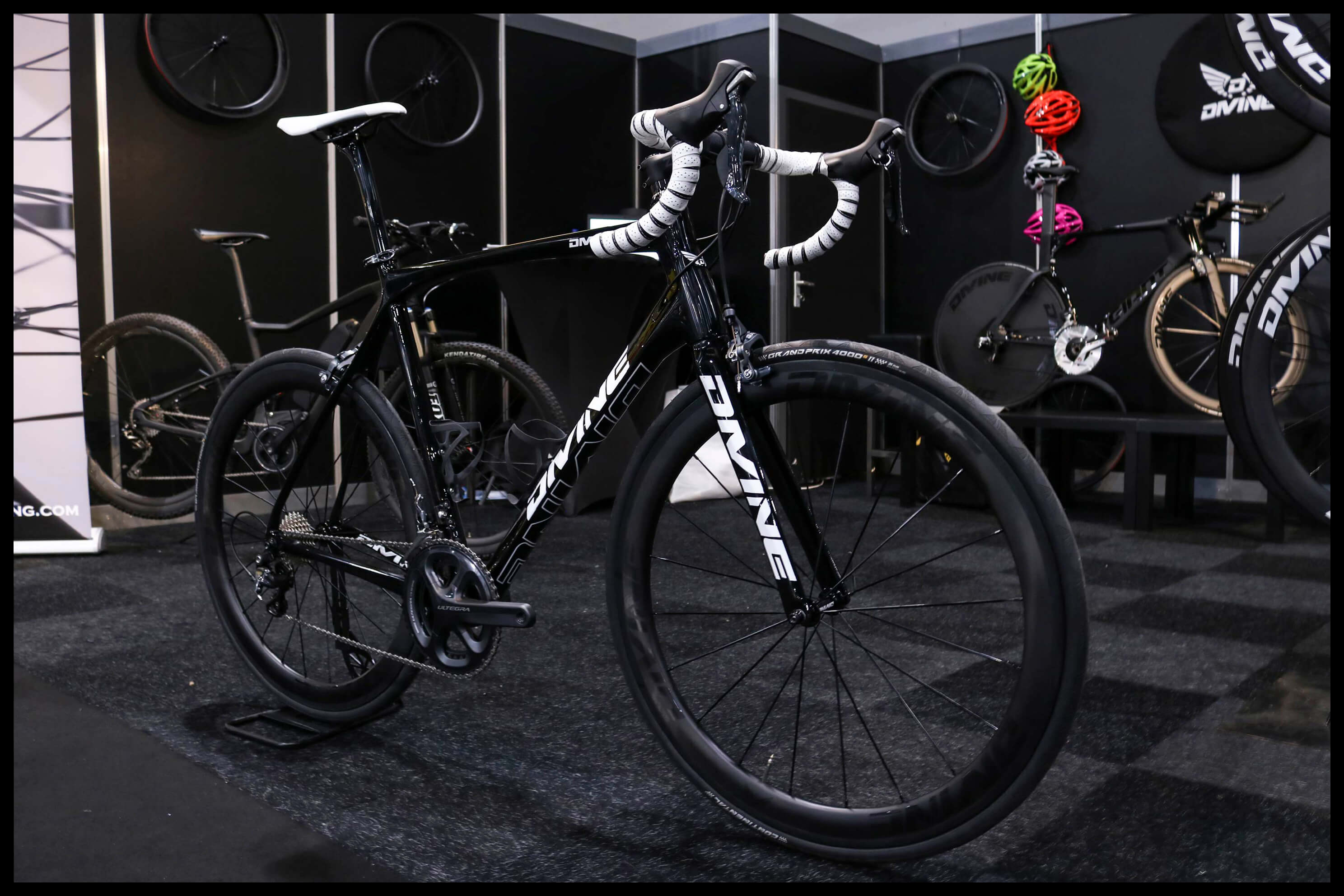 Carbon Road Bike Black | Divine Cycling